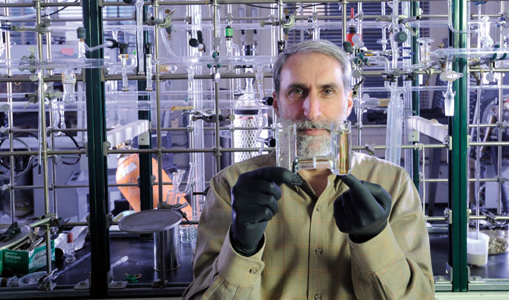 Dan Nocera displays a device he and co-worker Matthew Kanan used to split water — much the way green plants do. Photo: Len Rubenstein