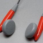 320px-Earphones_BW_2011-12-10_15-49-08