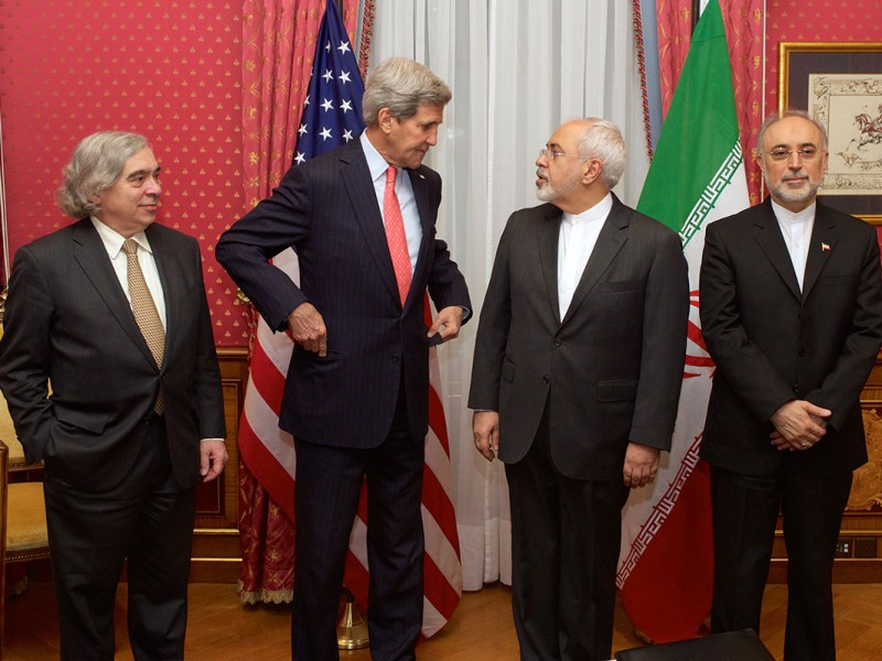 """From left to right: the United States Secretary of Energy Ernest Moniz, the United States Secretary of State John Kerry, the Iranian Foreign Minister Mohammad Javad Zarif and the head of the Atomic Energy Organization of Iran Ali Akbar Salehi, in the """"Salon Élysée"""" of the Beau-Rivage Palace (Lausanne, Switzerland) on 16 March 2015. Image: United States Department of State"""