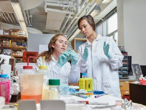 Ronit Langer '20, left, and Dorothy Szymkiewicz '20 are part of NEET's first Living Machines cohort. Photo:KenRichardson