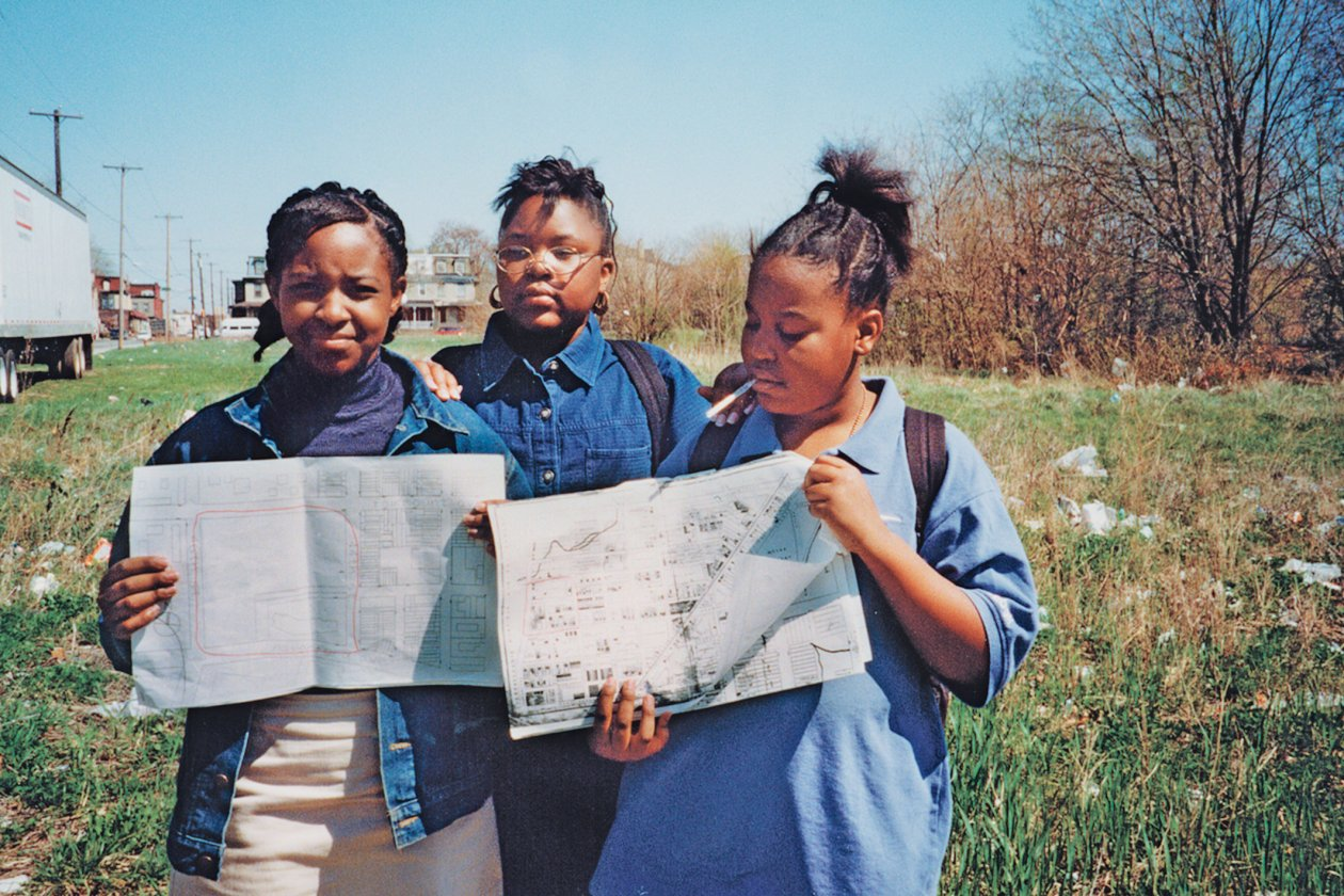 West Philadelphia middle school students, 1999. Students working with WPLP have learned to read their landscape as a product of natural forces and social, economic, and political processes. Photo: Anne Whiston Spirn