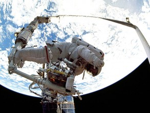 Professor Jeffrey Hoffman, repairing the Hubble Telescope. Image: NASA