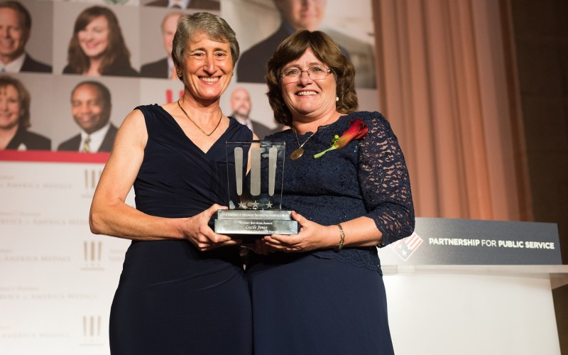 Lucy Jones PhD '81 (right) received the Samuel J. Heyman Service to America Medal for her groundbreaking research which brought together public officials and leaders in academia, industry and business to address earthquake risks and improve emergency preparedness. Image: Flickr/USInterior